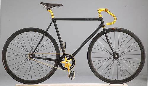 fe5e9cce2c0e A bicikli könnyebben manőverezhető és érzékenyebben reagál a mozdulatokra  társainál. A pontos irányítás és magas súlypont következtében a versenyző  jobban ...